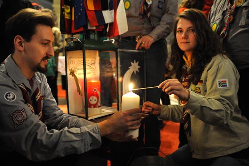 Friedenslicht aus Bethlehem - Verteilung in Wien und Hamburg und im Hamburger Rathaus